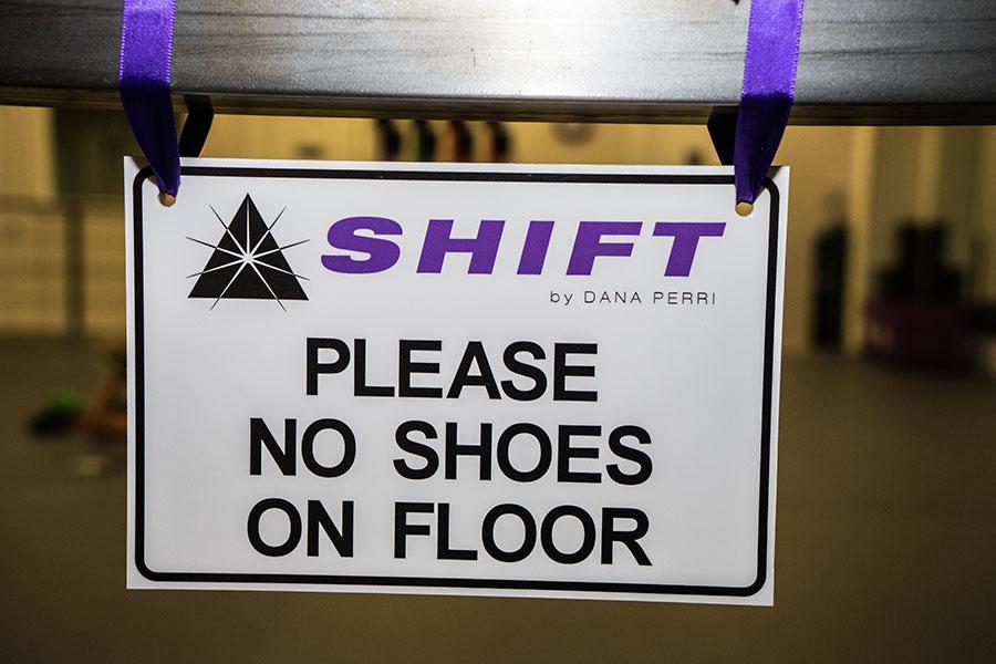 Dana-Perri---NoShoes